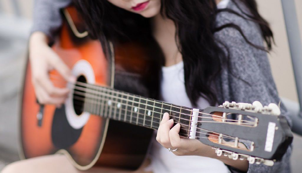 5 Best Acoustic Guitars for Beginners in India - Best Buy Review